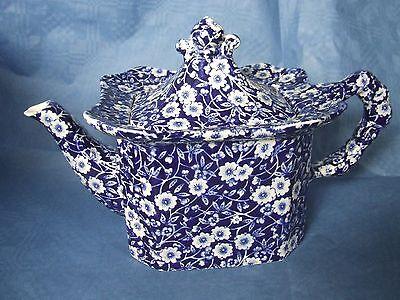 A Royal Crownford blue&white cube TEAPOT in Calico pattern
