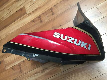 SUZUKI GSX EFE 750 1983 TOP FAIRING PARTS