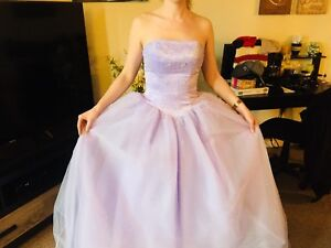 Beautiful lilac prom dress in mint condition