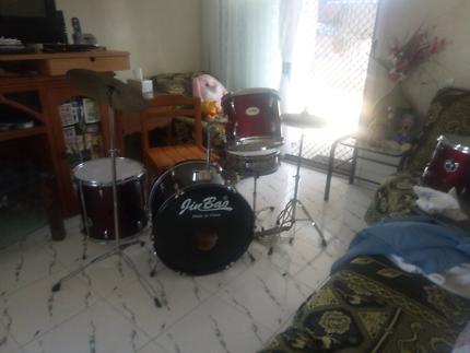 CHEAP SET OF DRUMS