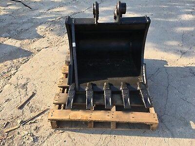 New 24 Heavy Duty Excavator Bucket For A Takeuchi Tb135