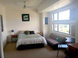 VARSITY LAKES - Triple Sized Room Available Short Term Varsity Lakes Gold Coast South Preview