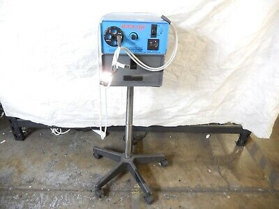 Isolux Millennium 2000 300 Watt Xenon Light Source On Rolling Stand  T7-wh