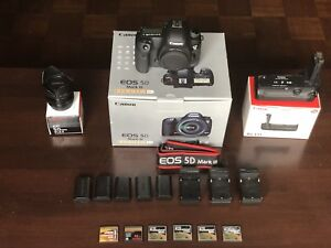 Canon EOS 5D Mark III DSLR Camera package bundle mint body