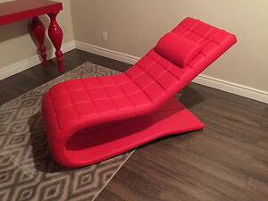 Chaise design cuir rouge