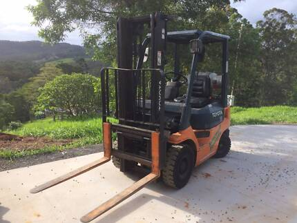 Toyota Forklift 18. Container mast w/ sideshift
