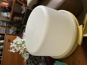 TUPPERWARE 11 in CAKE KEEPER IN GREAT CONDITION SEE PICS GOLD!