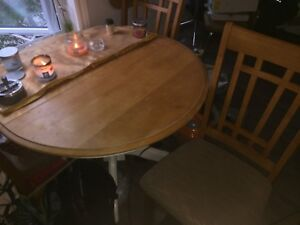 3- seat kitchen table mint condition