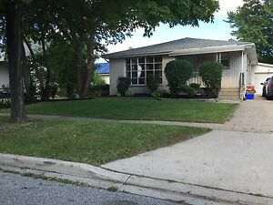 Beautiful ranch style home next to Campus!