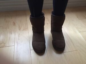 Previously LOVED brown UGG Boots