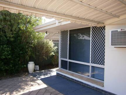 MYAREE 2 BEDROOM DUPLEX - PETS WELCOME - LARGE ENCLOSED YARD