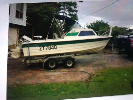 Half cabin boat
