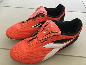 Diadora Cobra texture soccer shoes