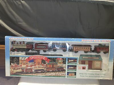 Dickensville Vintage Collectables Christmas Train Set Battery Operated (NOB)