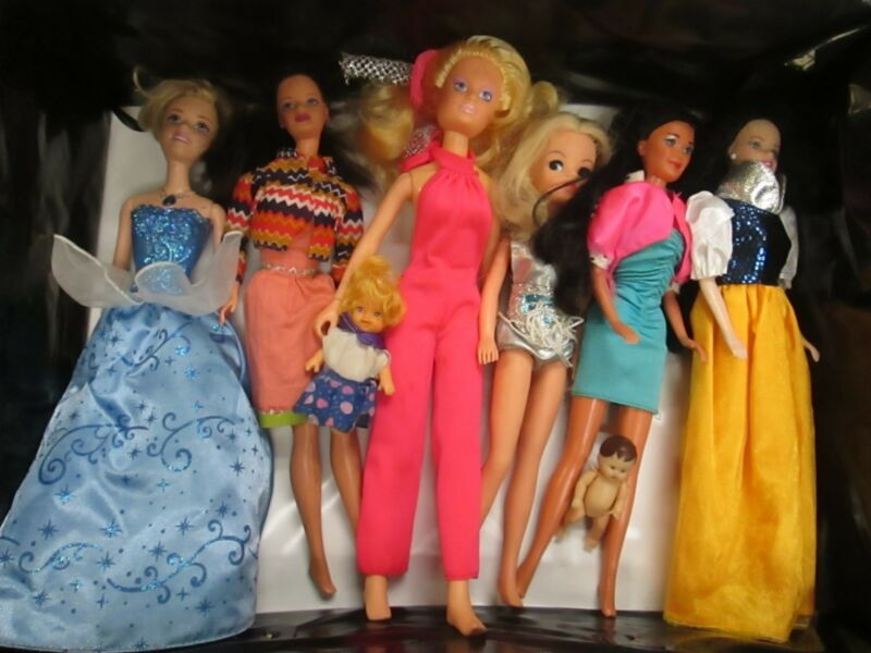 Play Doll Miscellaneous Lot of 6 Dolls and Huge Trunk/Carrying Case