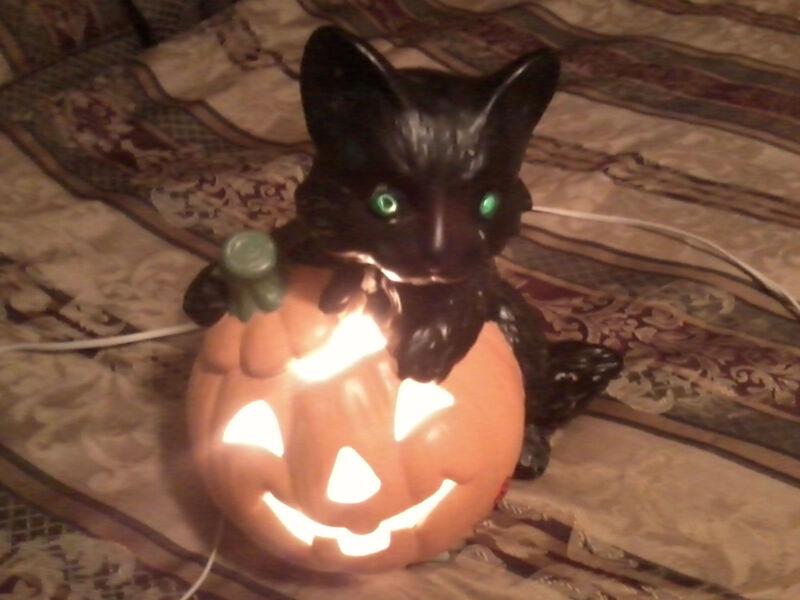 HALLOWEEN PORCELAIN PUMPKIN & CAT LIGHT