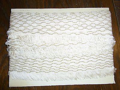 (0,80€/m) weiß/creme mit Gold Borte Fransen, Höhe ca. 3,5cm 25m auf einer Pappe