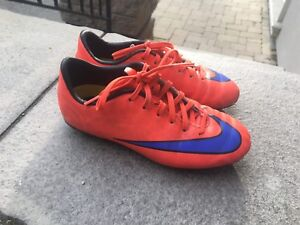 Nike Jr. Support Mercurial soccer cleats size kids US 1.5.