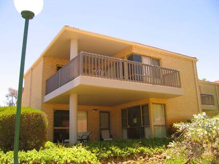 Long Let at The Vines Resort in 2 bed Townhouse with Parking