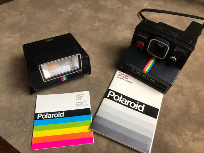 VINTAGE BLACK RAINBOW POLAROID CAMERA W WORKING Q LIGHT FLASH PAPERWORK