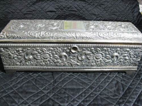 ANTIQUE C.1880/1890 DERBY SILVER PLATE REPOUSSE LINED BOX QUADRUPLE #346