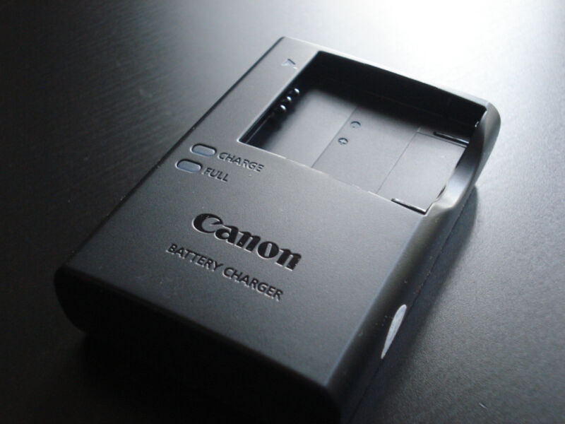 Original CANON ELPH 110 HS, 115 IS, 130 IS, 320 HS BATTERY CHARGER CB-2LD CB-2LF