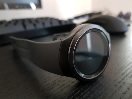 Samsung Gear S2 Smartwatch with charger and spare band