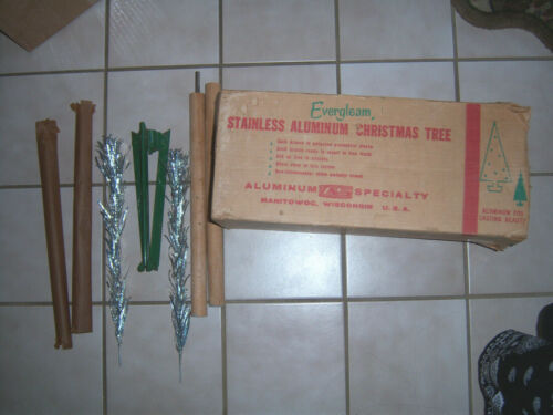 NICE HTF VTG 4 FT RETRO SILVER STAINLESS FROSTY FOUNTIAN ALUMINUM XMAS TREE
