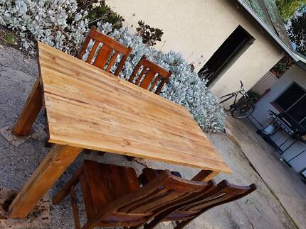PALLET FURNITURE - Rustic Kitchen/dinning/Outdoor Table $250