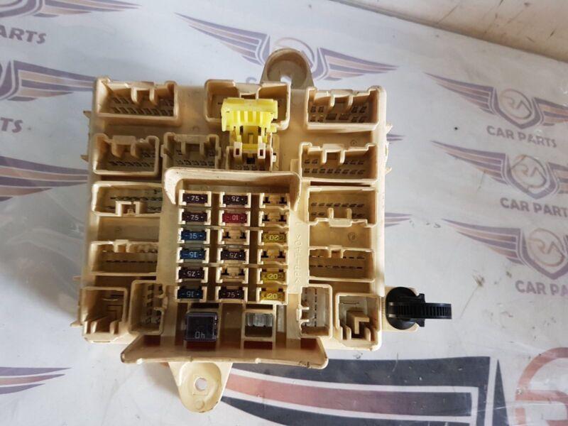 GENUINE LEXUS IS200 XE10 98-05 2.0 PETROL UNDER DASH FUSE BOX