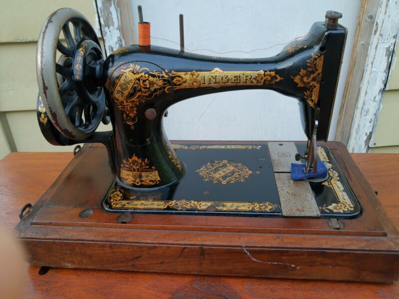 Antique Singer 28K sewing machine, Hand crank, original carrying case, 13707155