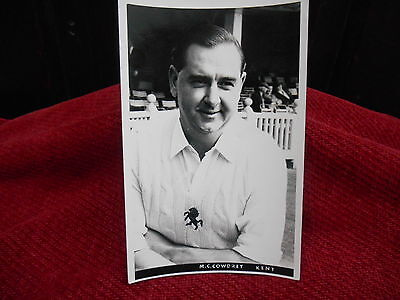 OLD CRICKET POST CARD M.C.COWDREY KENT 1970 .