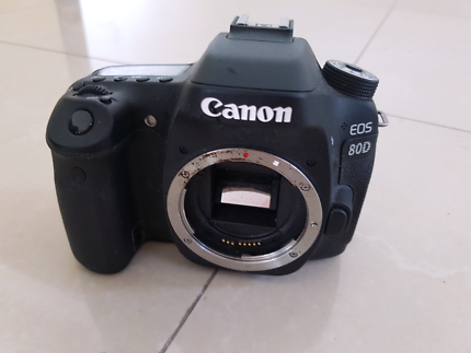 Canon EOS 80D Body Only - Not working! W/box, strap,manual cover.