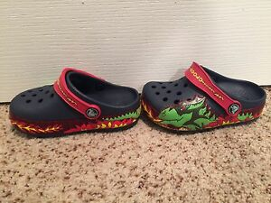 CROCS SIZE 7(toddler) New-light up
