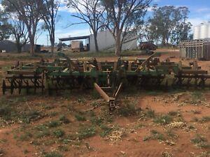 John deer chisel plough