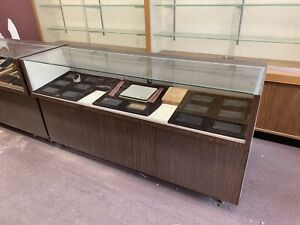 Display Cabinets/Cases **NEED GONE**