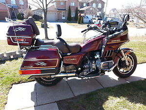 one sweet goldwing interstate bike with verry low kms