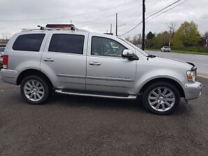 2008 Chrysler Aspen Limited 4X4 Navigation, Like New.
