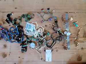 costume jewelry watches necklace bracelett ear ring cheap bargain Bowen Mountain Hawkesbury Area Preview