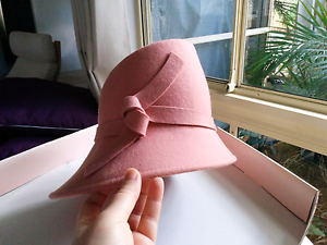 Asymmetrical pink felt hat Sutherland Sutherland Area Preview
