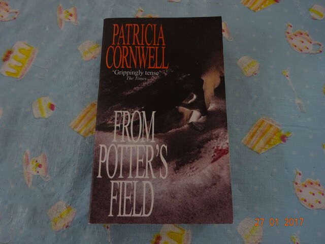 From Potter's Field - A Scarpetta Novel by Patricia Cornwell (paperback)