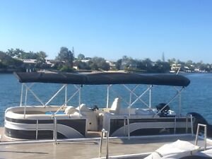 2016 Triple Hull 24ft Runaway Bay Pontoon Boat, Bargain $63,950 !