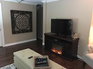 Beautiful 1 bedroom + den DOWNTOWN