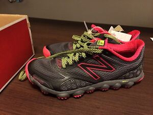 ** Womens NEW BALANCE Trail Running shoes ** new in box