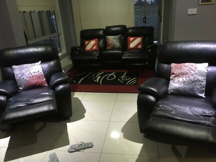 Quick sale 3+2 seater Leather Lounge