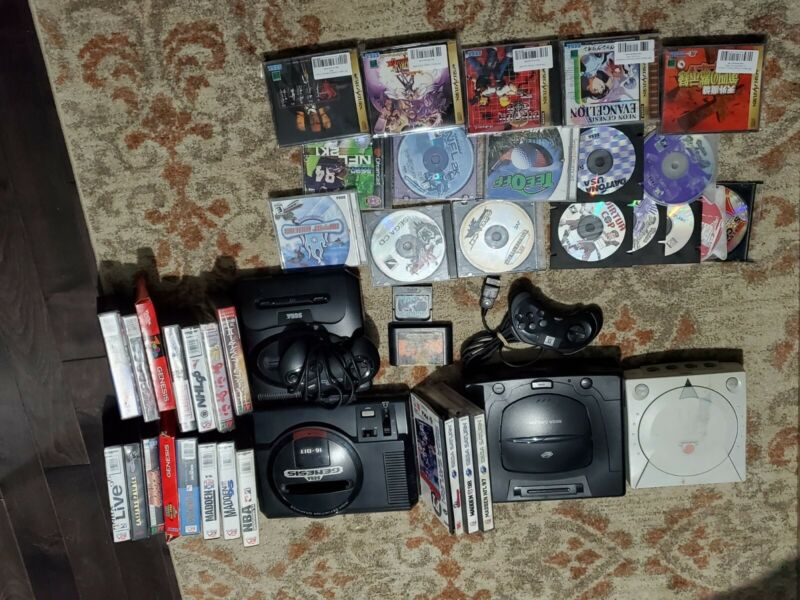 huge sega video game console and games lot