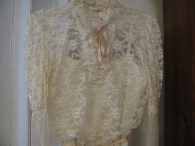 VTG. 1982 VICTORIAN DESIGN NET LACE PETITE IVORY COLOR PRESERVED WEDDING GOWN