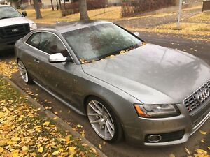 2011 Audi S5 - premium plus - low Kms!