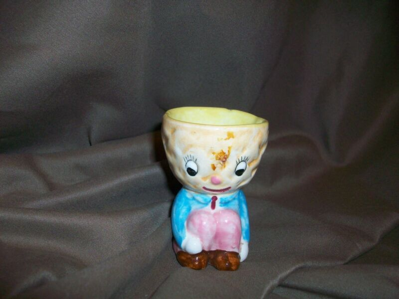 MID CENTURY CAPRI FINE QUALITY HAND PAINTED EGG CUP CUDDLER EASTER KITCHEN DECOR