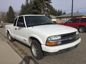 Truck - 2002 Chevy S10 - $4000 - Low Km